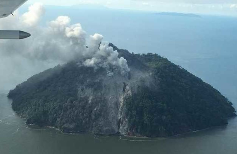 PNG government evacuates Kadovar Island residents after volcano awakens